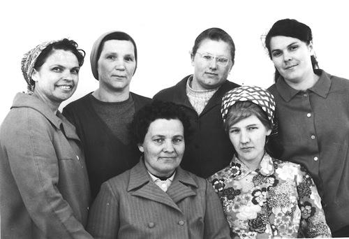 З. Н. Навалова (в центре) с коллегами