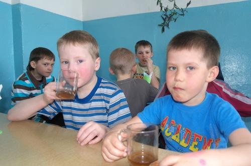 Завтрак в школьной столовой