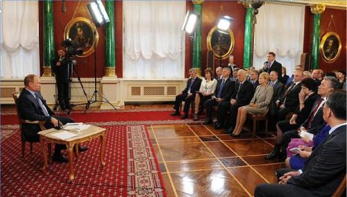 В. В. Путин с делегатами съезда